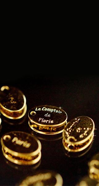 Bijoux-de-créateur-fantaisie-en-or-artisanaux-vendu-en-ligne-à-Paris