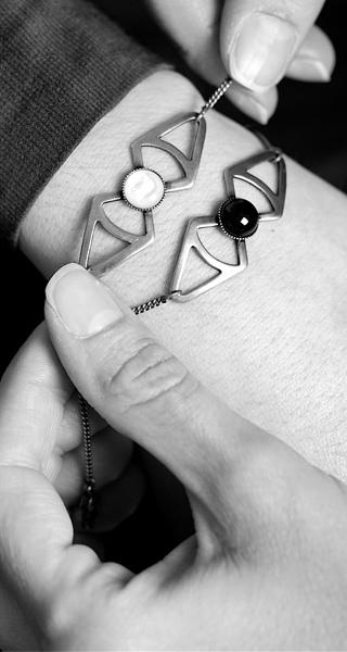 Bijoux-de-créateur-fantaisie-artisanal-fait-main-pour-femme-à-Paris-en-France