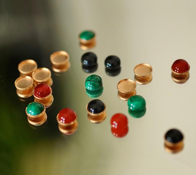 Créateur-de-bijoux-fantaisie-en-pierre-naturelle-fait-à-la-main-de-façon-artisanal-pour-femme-à-Paris