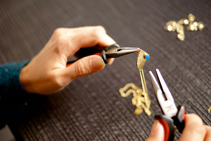 Bijoux-fantaisie-de-créateur-artisanal-pour-femme-fabriqué-à-paris-en-france