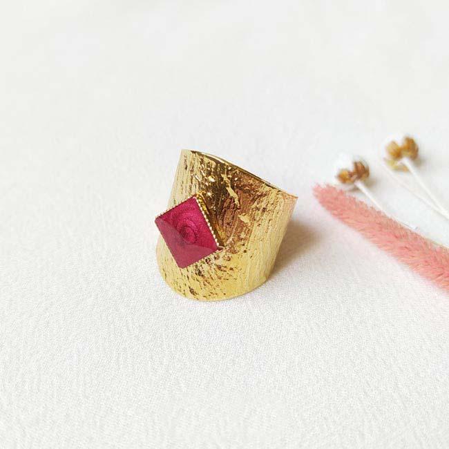 Bague-bijoux-de-créateur-fantaisie-email-prune-fait-à-la-main