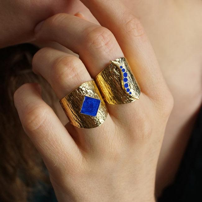 Bague-large-bijoux-de-créateur-fantaisie-avec-email-bleu-roi-fait-à-la-main2