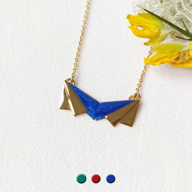 Bijoux-de-créateur-fantaisie-collier-court-en-email-bleu-roi-doré-à-l-or-fin