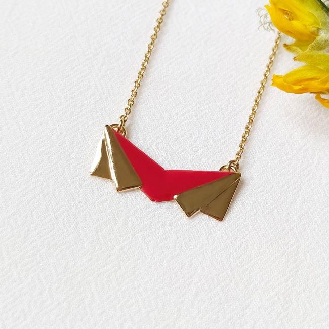 Bijoux-de-créateur-fantaisie-collier-court-email-rouge-doré-a-l-or-fin