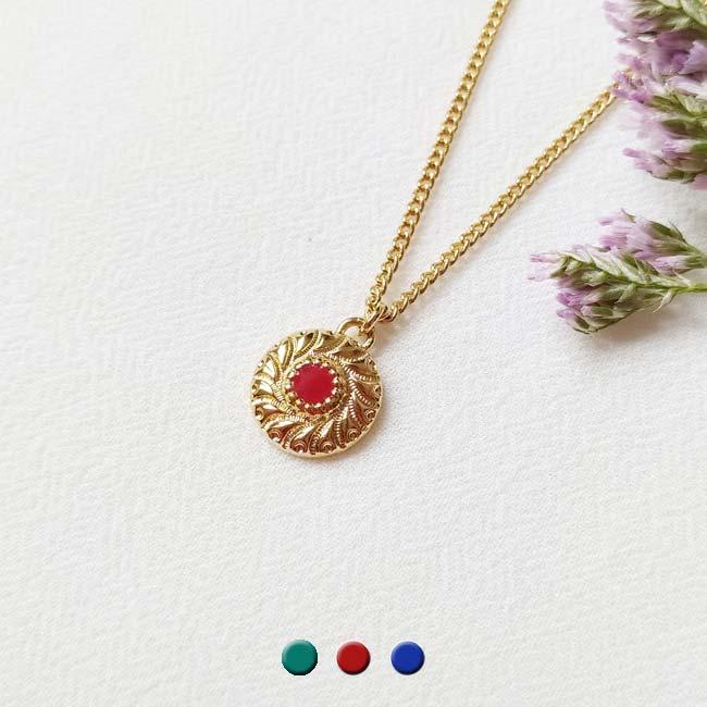 Bijoux-de-créateur-fantaisie-collier-court-avec-un-pendentif-et-émail-rouge-doré-à-l-or-fin