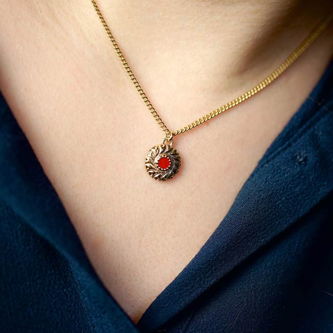 Bijoux-de-créateur-fantaisie-collier-court-avec-pendentif-email-rouge-doré-à-l-or-fin2