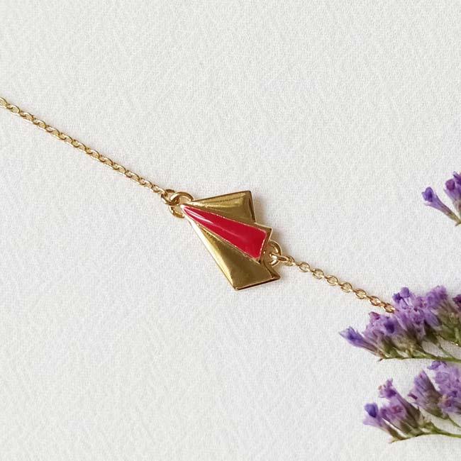Bijoux-fantaisie-de-créateur-fait-à-Paris-avec-email-rouge