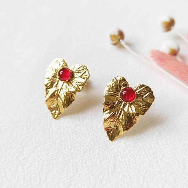 Boucle-d-oreille-fait-main-pierre-rouge-bijoux-de-créateur-fantaisie