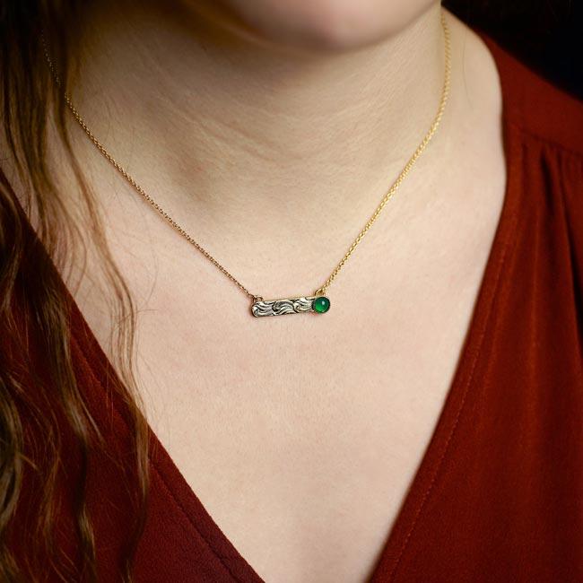 Collier-avec-une-pierre-naturelle-vert-bijoux-de-créateur-fantaisie-fait-à-la-main-à-Paris2