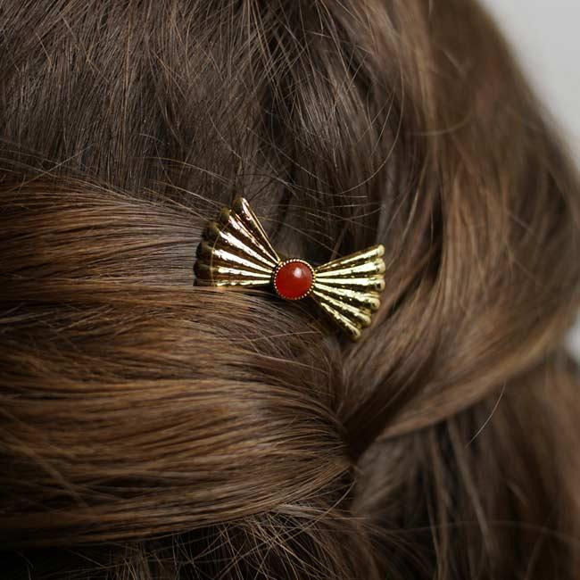 Pic-à-cheveux-pierre-rouge-bijoux-fantaisie-de-créateur-fait-à-la-main-fait-à-paris2