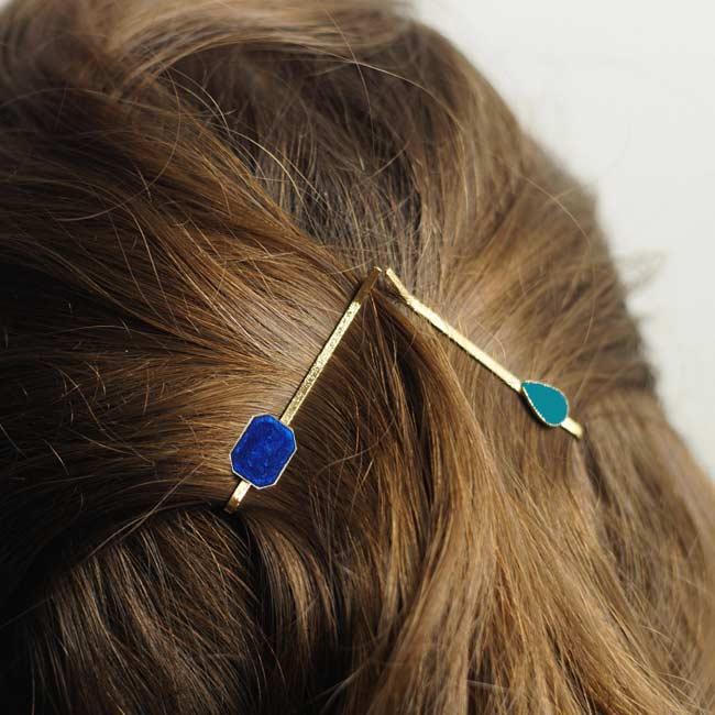 Barrette-carré-cheveux-bleu-bijoux-créateur-fantaisie-bleu-fait-main
