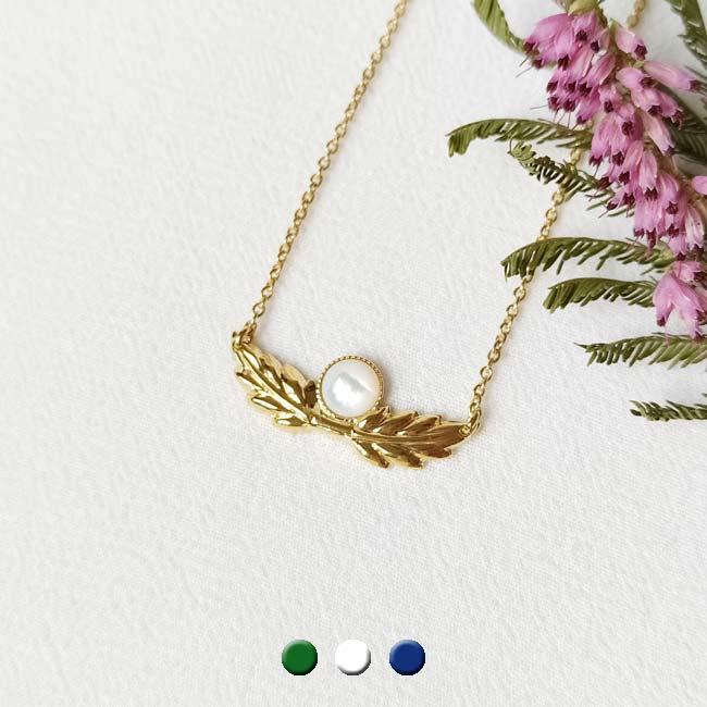 Bijoux-fantaisie-de-créateur-collier-avec-pierre-blanche-fait-à-Paris