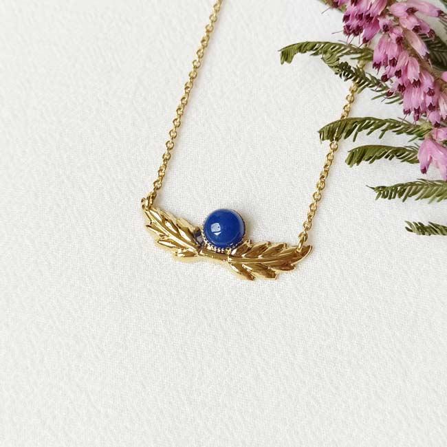 Bijoux-fantaisie-de-créateur-collier-avec-pierre-bleu-fait-à-Paris