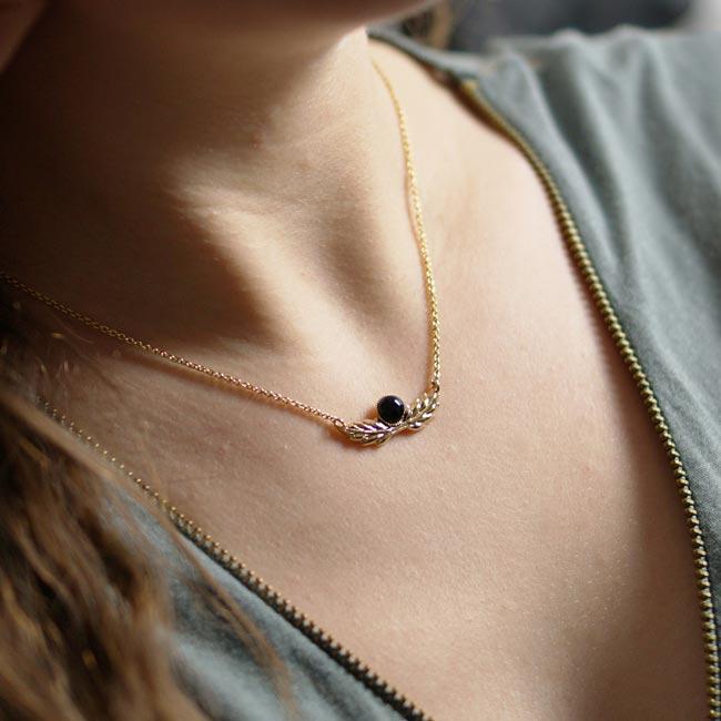 Bijoux-fantaisie-de-créateur-collier-avec-pierre-fait-à-Paris