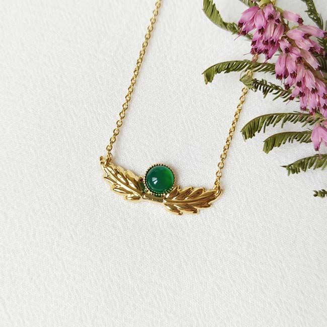 Bijoux-fantaisie-de-créateur-collier-avec-pierre-verte-fait-à-Paris