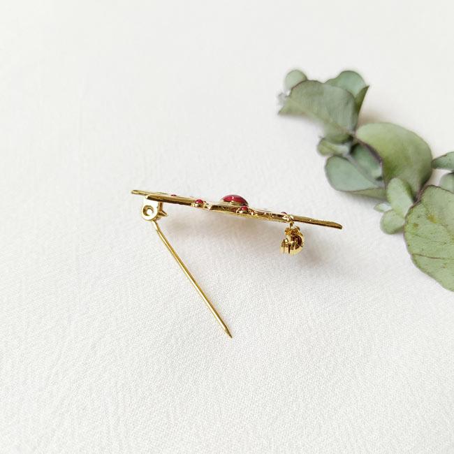 Bijoux-fantaisie-de-créateur-broche-doré-fait-à-la-main-à-Paris