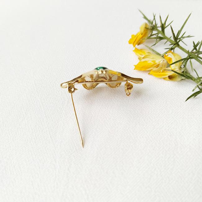 Bijoux-fantaisie-de-créateur-broche-doré-pierre-naturelle-fait-main