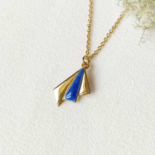 Bijoux-fantaisie-de-créateur-collier-or-email-bleu-roi