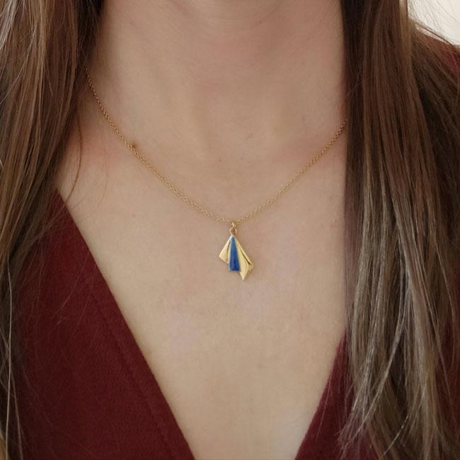 Bijoux-fantaisie-de-créateur-collier-or-email-bleu-roi2