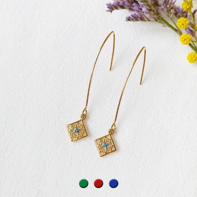 Handmade-gold-plated-earrings-for-woman-with-blue-enamel-made-in-Paris