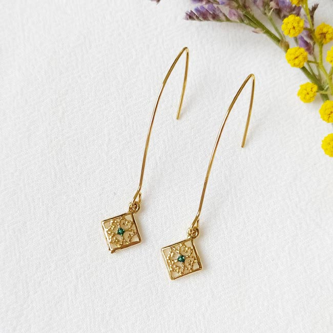Handmade-gold-plated-earrings-for-woman-with-green-enamel-made-in-Paris-France