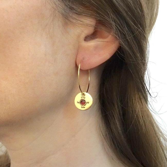 Bijoux-de-créateur-fantaisie-boucles-d-oreilles-or-pierre-grenat-fait-main-à-Paris