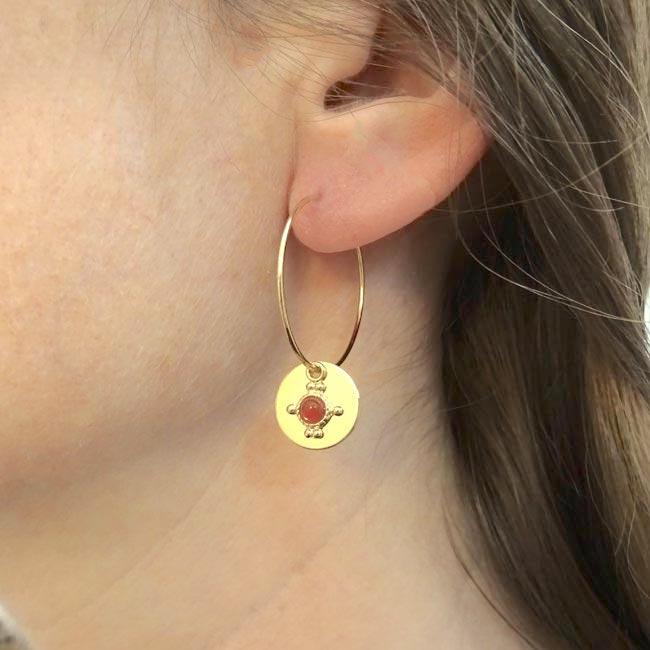 Bijoux-de-créateur-fantaisie-boucles-d-oreilles-or-pierre-rouge-fait-main-à-Paris