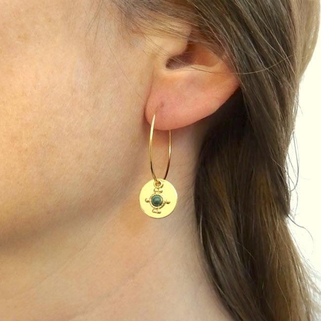 Bijoux-de-créateur-fantaisie-boucles-d-oreilles-or-pierre-vert-fait-main-à-Paris