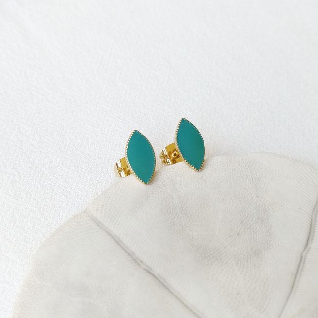 Bijoux-de-créateur-fantaisie-boucles-puces-d-oreilles-or-turquoise-fait-main-à-Paris