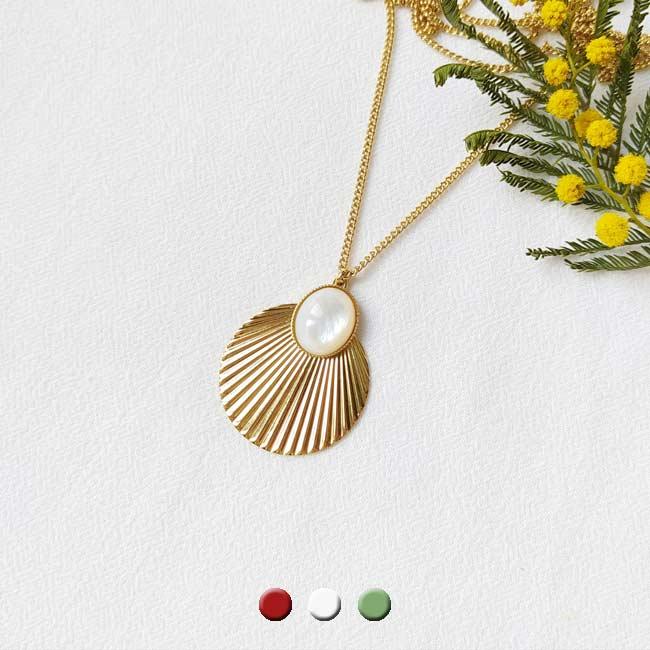 Sautoir-avec-pierre-blanche-bijoux-de-créateur-fantaisie-fait-à-la-main-à-Paris