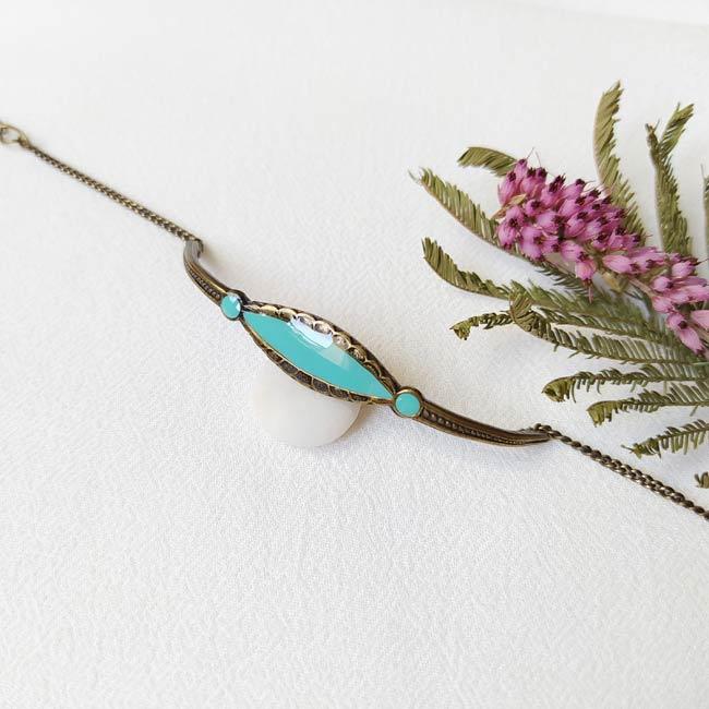 Bracelet-bronze-de-créateur-fantaisie-bleu-clair-fait-main-à-Paris