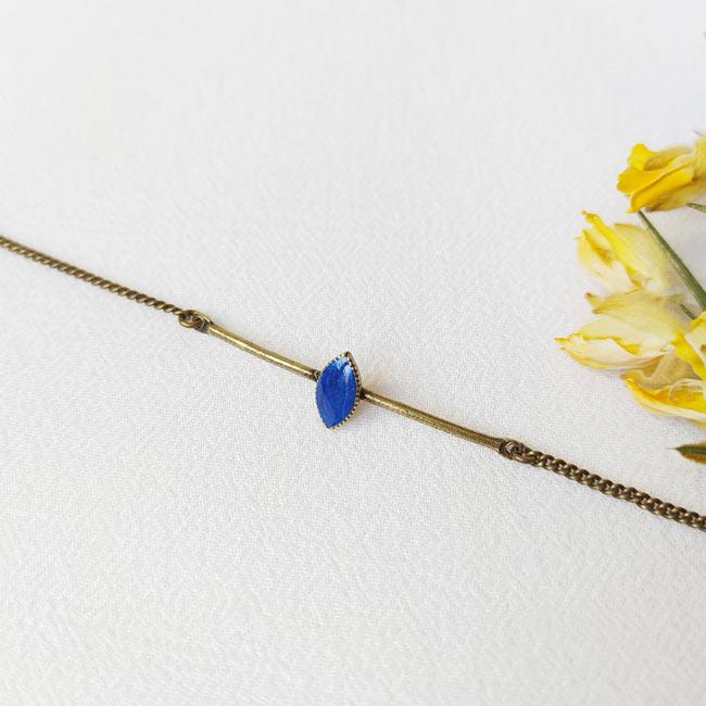 Bracelet-bronze-fantaisie-de-créateur-bleu-roi-fait-main-à-Paris