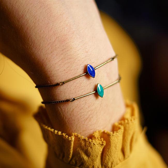 Bracelet-bronze-fantaisie-de-créateur-bleu-fait-main-à-Paris