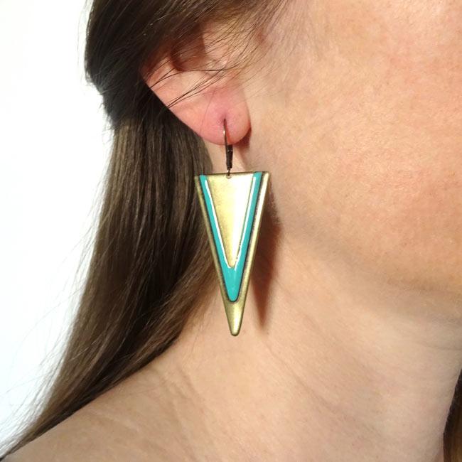Bijoux-de-créateur-fantaisie-boucles-d-oreilles-bronze-email-bleu-fait-main-à-Paris