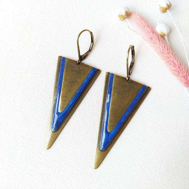 Bijoux-de-créateur-fantaisie-boucles-d-oreilles-bronze-email-bleu-roi-fait-main-à-Paris