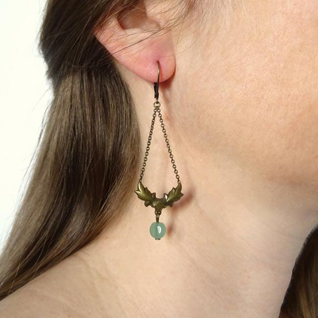 Bijoux-de-créateur-fantaisie-boucles-d-oreilles-bronze-pierre-verte-fait-main-à-Paris