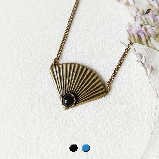 Collier-bronze-de-créateur-fantaisie-agate-noire-fait-main-à-Paris