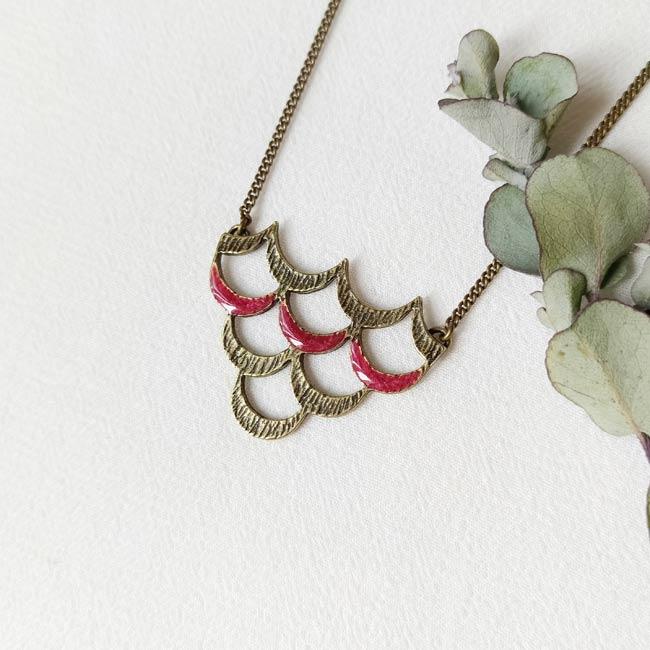 Collier-bronze-de-créateur-fantaisie-email-prune-fait-main-à-Paris