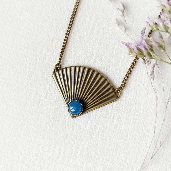 Collier-bronze-de-créateur-fantaisie-agate-bleu-fait-main-à-Paris