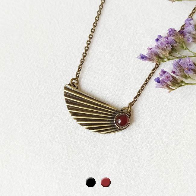 Collier-bronze-de-créateur-fantaisie-pierre-rouge-fait-main-à-Paris