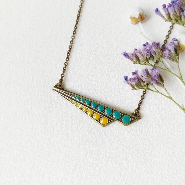 Collier-bronze-de-créateur-fantaisie-pois-jaune-bleu-fait-main-à-Paris