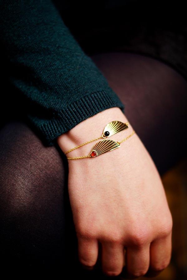 Bracelet-de-créateur-fantaisie-en-or-avec-une-pierre-naturelle-fait-à-la-main