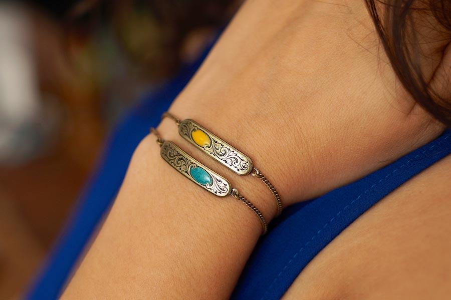 Bracelet-fantaisie-de-créateur-finition-bronze-avec-de-l-email-artisanal