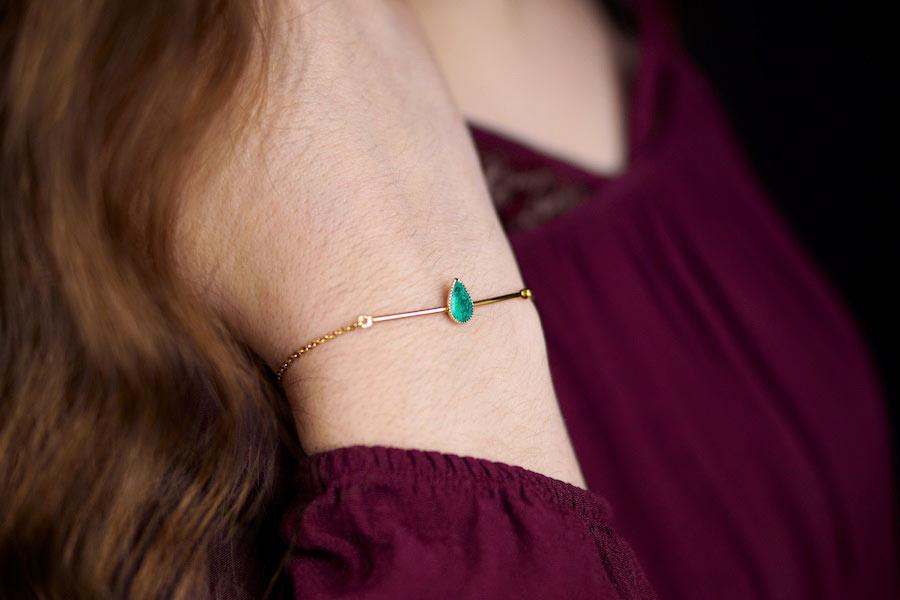Bracelet-fantaisie-de-créateur-en-or-avec-de-l-email-vert-fabrication-artisanal