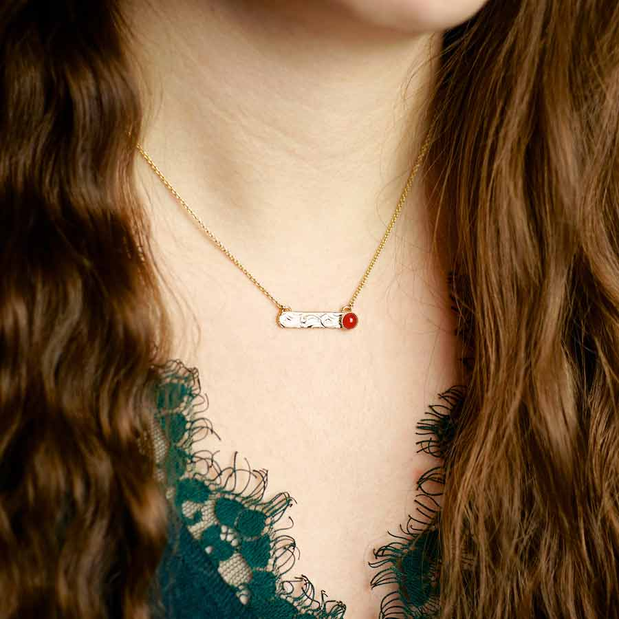 Handmade-costume-fashion-necklace-for-women-in-gold-with-a-red-agate-gemstone