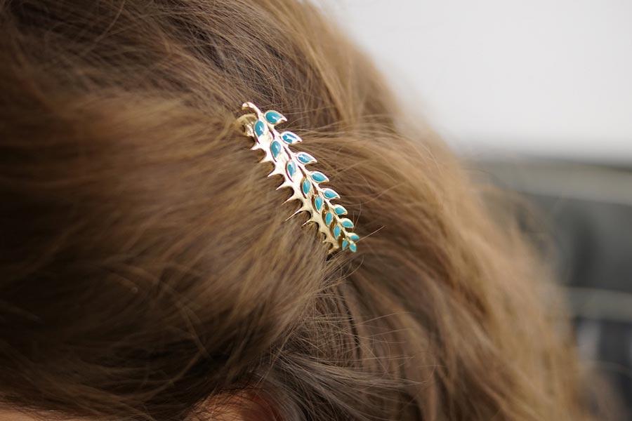 Peigne-cheveux-de-créateur-fantaisie-en-or-avec-de-l-email-bleu-fait-main