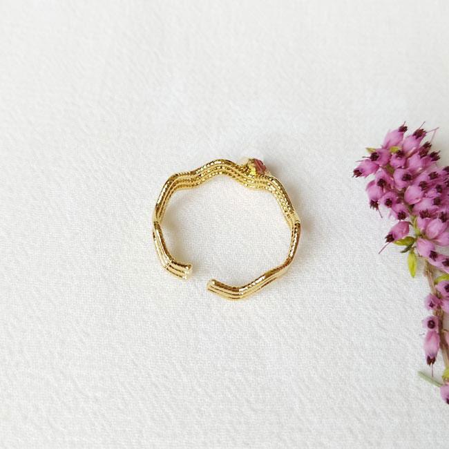 Bague-bijoux-fantaisie-de-créateur-pour-femme-avec-pierre-naturelle-artisanal-france-paris