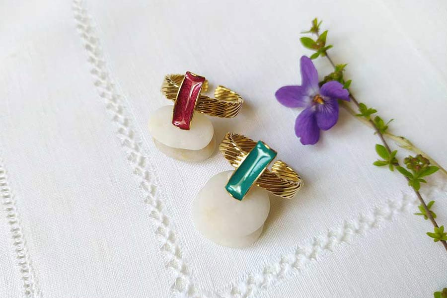 Handmade-customed-fashion-gold-ring-for-women-with-plum-enamel-made-in-France