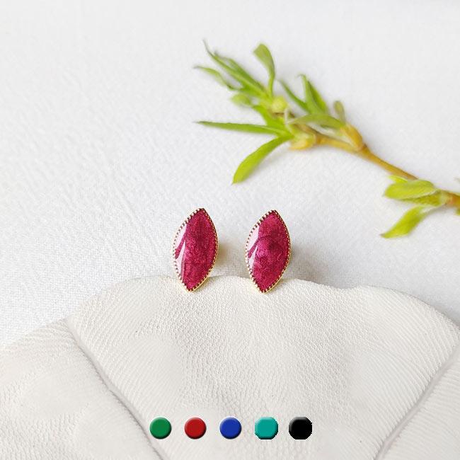 Bijoux-de-créateur-fantaisie-boucles-puces-d-oreilles-en-or-prune-fait-main-à-Paris
