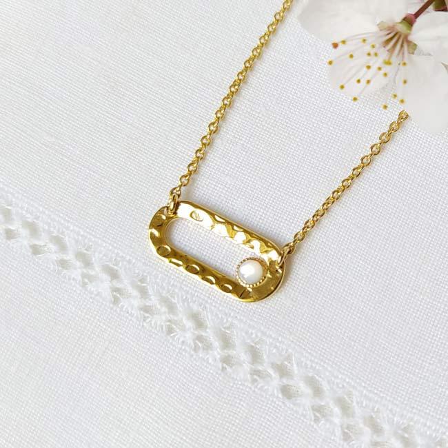 Bijoux-fantaisie-de-créateur-pour-femme-or-avec-pierre-naturelle-nacre-fabriqué-à-Paris